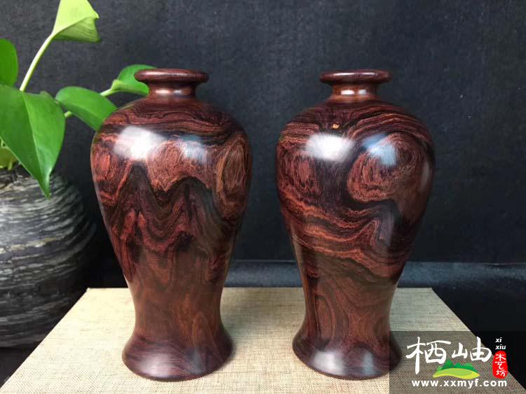 海南黃花梨山水紋花瓶