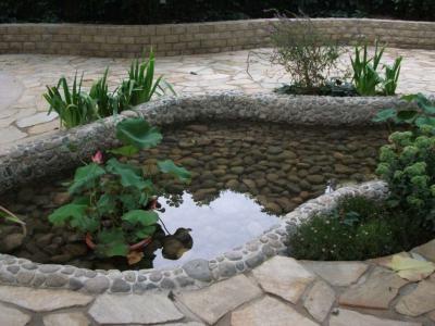 別墅庭院花園的魚池設計講解